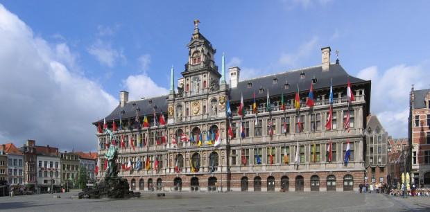 Antwerpen_Stadhuis_crop2_2006-05-28