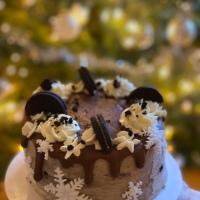 Dripcake met sneeuwvlokken